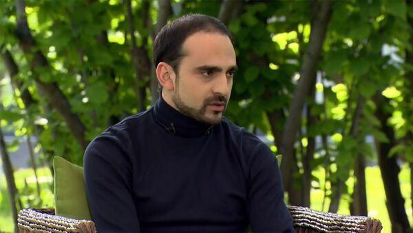 Комендант чрезвычайного положения, вице-премьер Тигран Авинян на встрече с премьер-министром и министром здравоохранения по вопросу распространения короновируса (3 мая 2020). Еревaн - Sputnik Армения