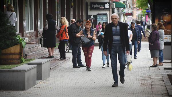 Քաղաքացիները՝ ՀՀ–ում տեղաշարժման սահմանափակումների մեղմացման մասին  - Sputnik Արմենիա