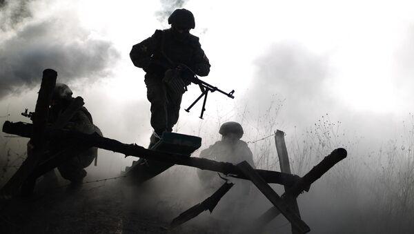 Военнослужащий на учениях  - Sputnik Армения