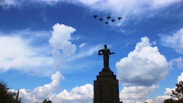 Тренировочные полёты самолётов ЮВО МО РФ в Ереване перед авиапарадом 9 мая (29 апреля 2020). Еревaн - Sputnik Армения