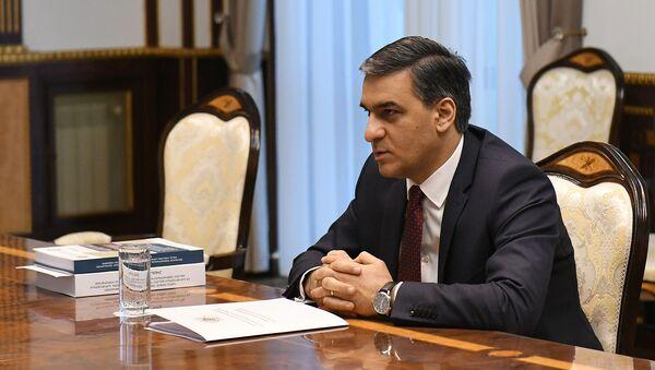 Омбудсмен Арман Татоян (6 мая 2020). Еревaн - Sputnik Արմենիա