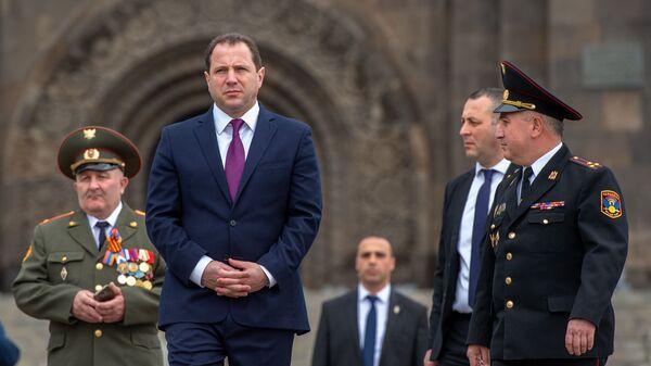 Министр обороны Армении Давид Тоноян у музея министерства обороны в парке Победы (9 мая 2020). Еревaн - Sputnik Արմենիա