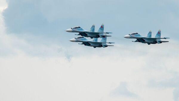 Истребители Су-30СМ пролетают над парком Победы на авиапараде (9 мая 2020). Еревaн - Sputnik Армения