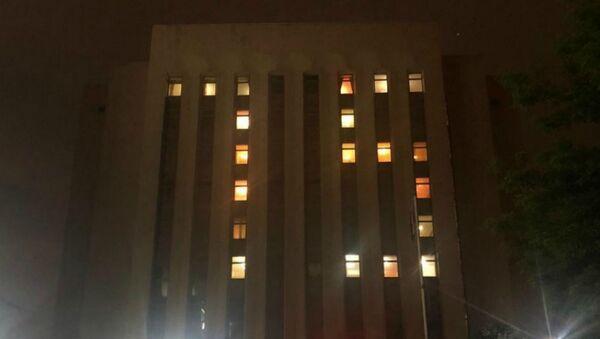 Фасад Российского посольства в Ереване со световой надписью в честь Дня победы (9 мая 2020). Еревaн - Sputnik Армения