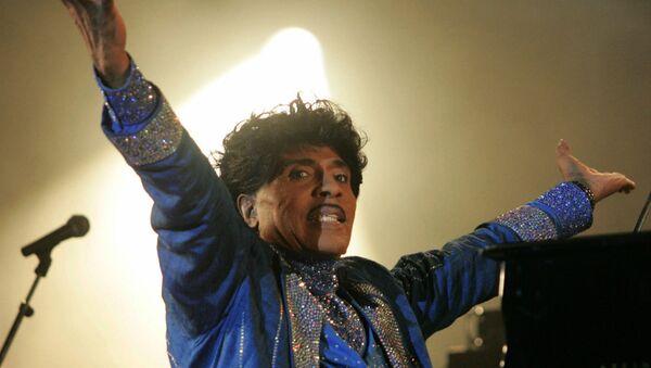 Little Richard выступает на сцене фестиваля Terre Neuvas (8 июля 2006). Франция - Sputnik Армения