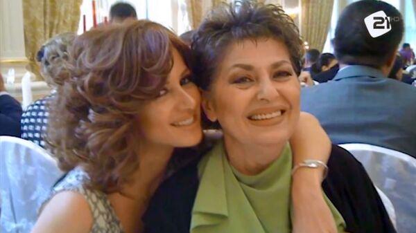 Певица Надежда Саркисян с дочерью Эмми - Sputnik Армения