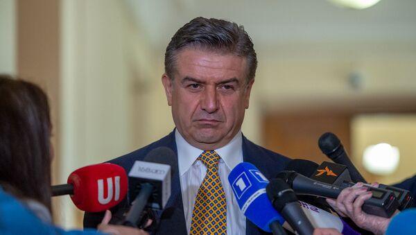 Карен Карапетян отвечает на вопросы журналистов после завершения заседания комиссии по изучению обстоятельств апрельской войны 2016 года в Карабахе (11 мая 2020). Еревaн - Sputnik Արմենիա