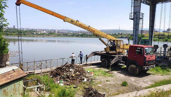 Ереванское озеро очищают от накопившегося мусора (15 мая 2020). Еревaн - Sputnik Армения