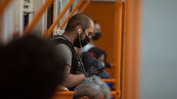 Пассажиры в вагоне метро - Sputnik Армения