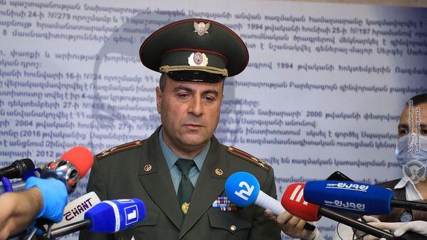 Начальник военного университета имени В.Саркисяна Хачатур Хачатрян отвечает на вопросы журналистов (19 мая 2020). Еревaн - Sputnik Армения