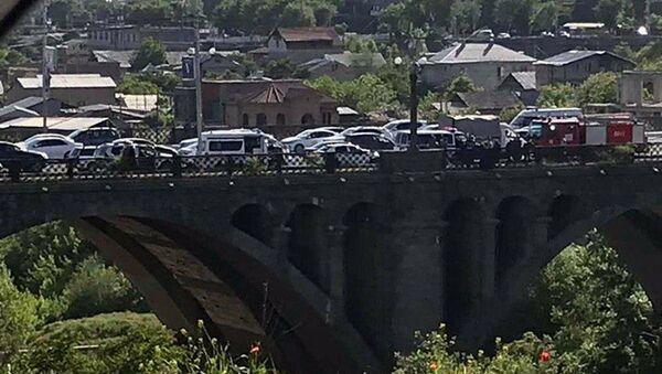 Попытка суицида на мосту Победы (20 мая 2020). Еревaн - Sputnik Արմենիա