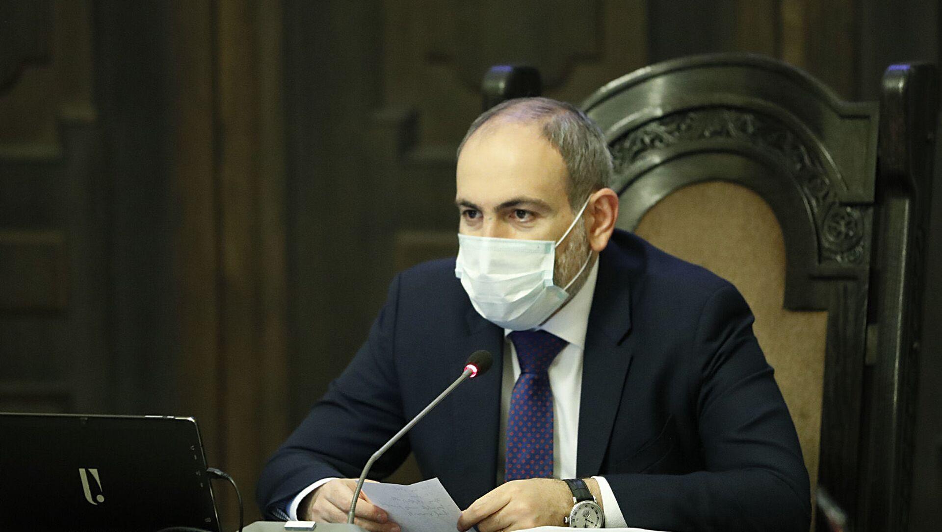 Премьер-министр Никол Пашинян в защитной медицинской маске во время заседания правительства (21 мая 2020). Ереван - Sputnik Армения, 1920, 29.07.2021