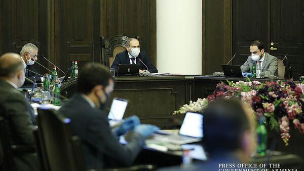 Правительство Армении в защитных медицинских масках во время заседания (21 мая 2020). Еревaн - Sputnik Արմենիա