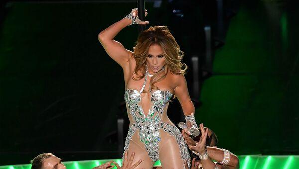 Американская певица Дженнифер Лопес выступает во время Суперкубка LIV на стадионе Hard Rock (2 февраля 2020). Майами - Sputnik Արմենիա