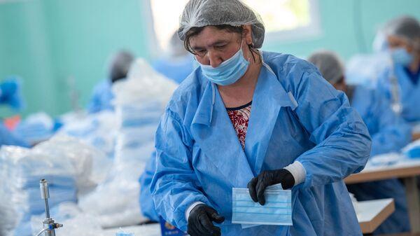 Фабрика по производству медицинских масок в деревне Арцваберд, Тавуш - Sputnik Армения