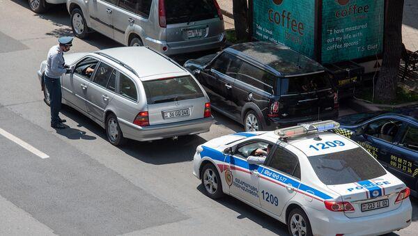 Сотрудник дорожной полиции за работой - Sputnik Արմենիա
