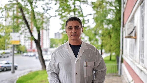 Главный врач городской клинической больницы №71 имени М. Е. Жадкевича Александр Мясников - Sputnik Армения