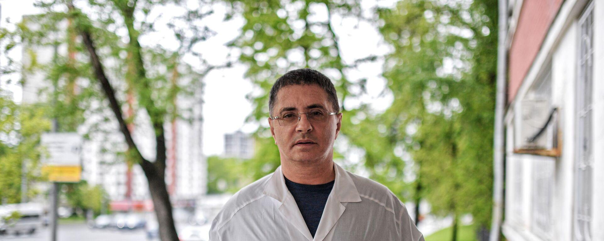 Главный врач городской клинической больницы №71 имени М. Е. Жадкевича Александр Мясников - Sputnik Армения, 1920, 25.09.2021
