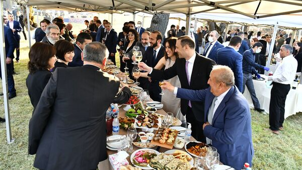 Банкет после церемонии инаугурации президента Карабаха Араика Арутюняна (21 мая 2020). Карабах - Sputnik Армения