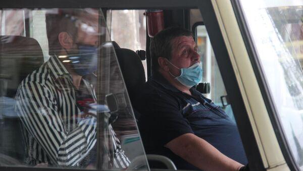 Транспорт в период пандемии после введения масочного режима (18 мая 2020). Еревaн - Sputnik Армения