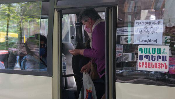 Транспорт в период пандемии после введения масочного режима (18 мая 2020). Еревaн - Sputnik Արմենիա