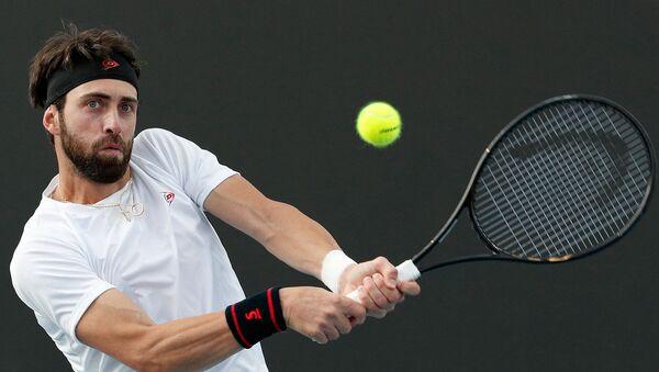 Грузинский теннисист Николоз Басилашвили во время второго раунда одиночного матча на Открытом чемпионате Австралии по теннису против испанца Фернандо Вердаско (23 января 2020). Мельбурн - Sputnik Армения