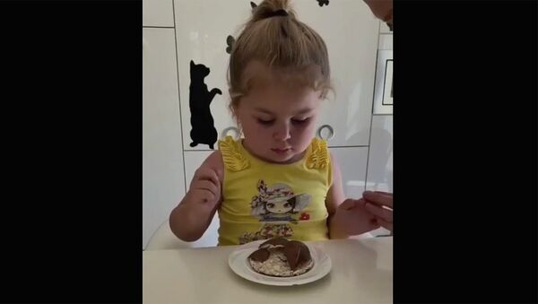 Малышка и шоколад - Sputnik Армения