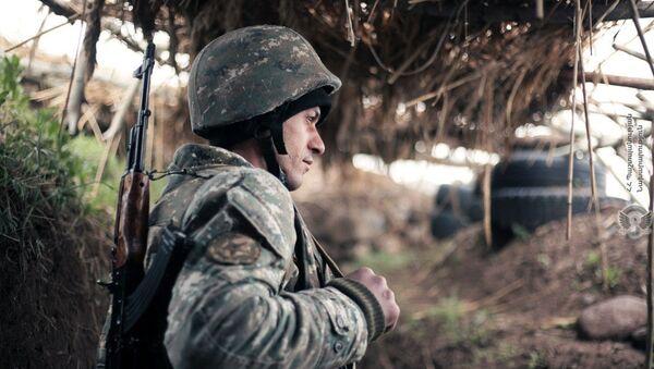 Армянские военннослужащие на боевом посту - Sputnik Армения