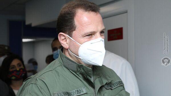 Министр обороны Давид Тоноян посетил центральный клинический военный госпиталь (25 мая 2020). Еревaн - Sputnik Արմենիա