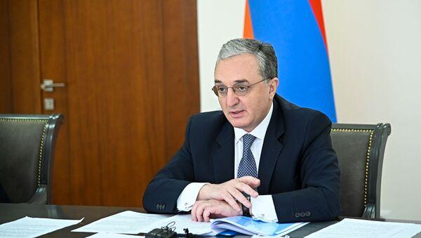 Министр иностранных дел Армении Зограб Мнацаканян на заседании Совета МИД стран членов ОДКБ в формате видеоконференции (26 мая 2020). Еревaн - Sputnik Армения