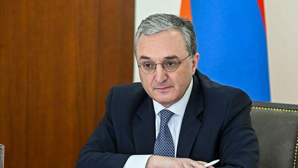 Министр иностранных дел Армении Зограб Мнацаканян на заседании Совета МИД стран членов ОДКБ в формате видеоконференции (26 мая 2020). Еревaн - Sputnik Արմենիա