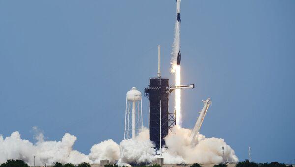 Kапсулa экипажа «Crew Dragon» с астронавтами Дугом Херли и Бобом Бенкеном в рамках программы SpaceX стартует в Космическом центре Кеннеди на мысе Канаверал (30 мая 2020). Флорида - Sputnik Армения
