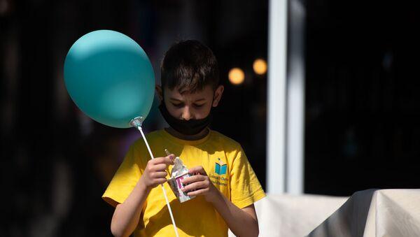 Мальчик с мороженным - Sputnik Армения