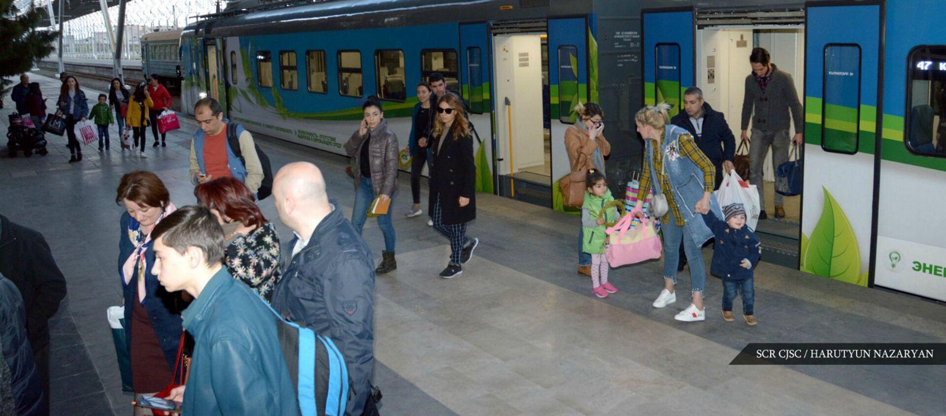 Южно-Кавказская железнодорожная компания возобновляет работу междугородных скоростных электропоездов Ереван-Гюмри-Ереван-Ереван - Sputnik Արմենիա, 1920, 12.03.2021