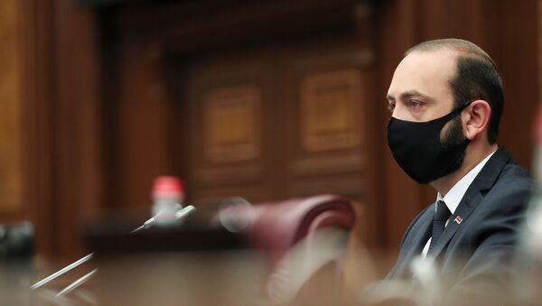 Спикер Национального Собрания Арарат Мирзоян в маске - Sputnik Армения