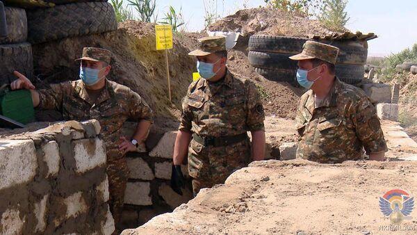 Начальник Генштаба ВС РА Артак Давтян и командующий Армии обороны Карабаха Джалал Арутюнян посетили воинские части на передовой (3 июня 2020). - Sputnik Армения
