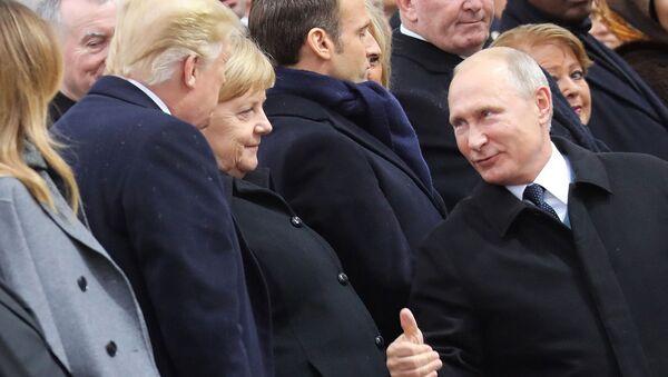 Лидеры России, США и Германии Владимир Путин, Ангела Меркель и Дональд Трампом во время празднования 100-летия окончания Первой мировой войны (11 ноября 2018). Париж - Sputnik Армения