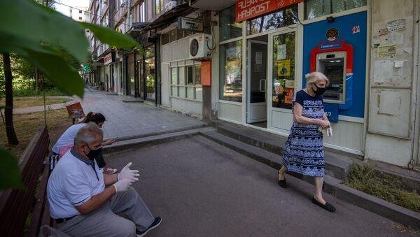 Посетители у одного из филиалов Айпост - Sputnik Արմենիա