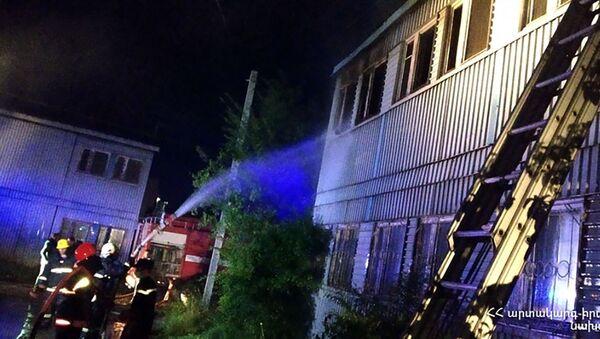 Пожар в двухэтажном строении 3-го района Ширакшин (5 июня 2020). Гюмри - Sputnik Армения