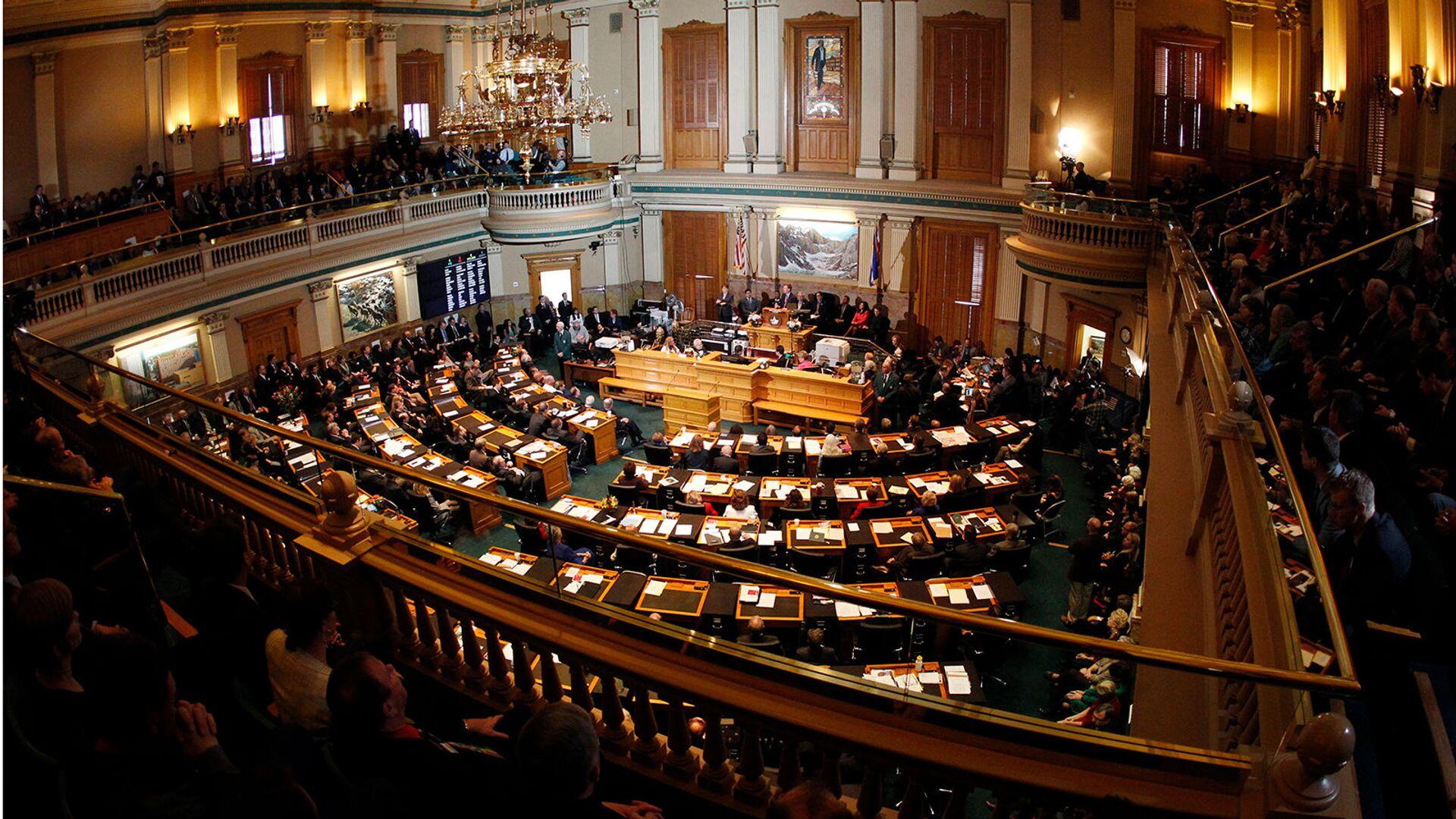 Губернатор штата Колорадо Джон Хикенлупер произносит ежегодную речь о состоянии штата перед совместной сессией Законодательного собрания штата Колорадо (10 января 2013). Денвер - Sputnik Армения, 1920, 23.09.2021