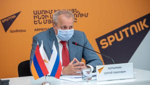 Посол России в Армении Сергей Копыркин во время онлайн пресс-конференции (11 июня 2020). Еревaн - Sputnik Армения