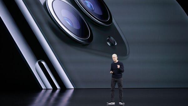 Генеральный директор Apple Тим Кук рассказывает о новых iPhone 11 Pro и Max во время анонса новых продуктов (10 сентября 2019). Купертино - Sputnik Արմենիա
