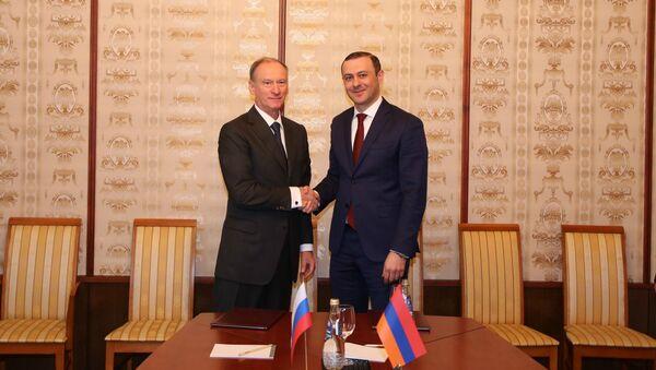 Секретари Совета безопасности РФ и Армении Николай Патруш (слева) и Армен Григорян - Sputnik Արմենիա