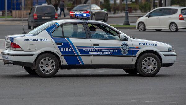 Полицейский автомобиль на площади Республики - Sputnik Армения