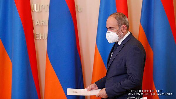 Премьер-министр Никол Пашинян во время брифинга (13 июня 2020). Еревaн - Sputnik Армения