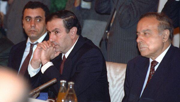 Президенты Армении и Азербайджана Левон Тер-Петросян и Гейдар Алиев во время совещания глав государств-членов СНГ (27 сентября 1993). Москвa - Sputnik Армения