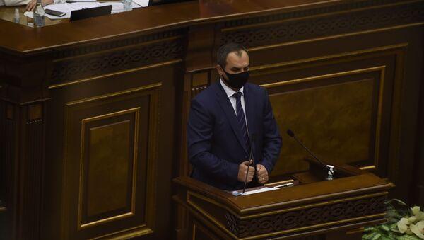 Генеральный прокурор Артур Давтян на заседании Парламента по вопросу лишения Гагика Царукяна депутатской неприкосновенности (16 июня 2020). Еревaн - Sputnik Армения