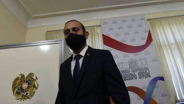 Арарат Мирзоян во время голосования Парламента по вопросу лишения Гагика Царукяна депутатской неприкосновенности (16 июня 2020). Еревaн - Sputnik Армения