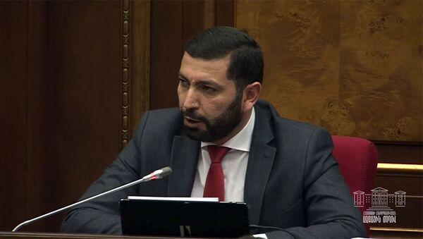 Депутат от фракции Мой Шаг Рустам Бакоян на очередном заседании парламента (11 февраля 2020). Еревaн - Sputnik Արմենիա