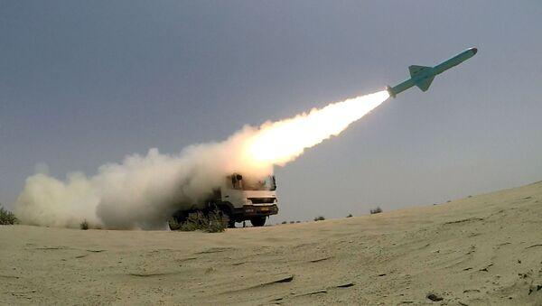 Пуск крылатых ракет иранскими военными в Оманском заливе - Sputnik Армения
